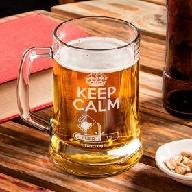 """Пивний келих 0.5 з іменним гравіюванням """"Зберігайте спокій, пиво завантажується"""""""